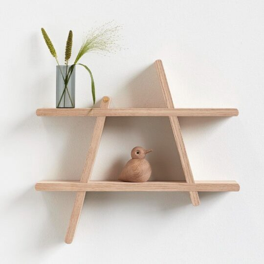 a shelf wandrek